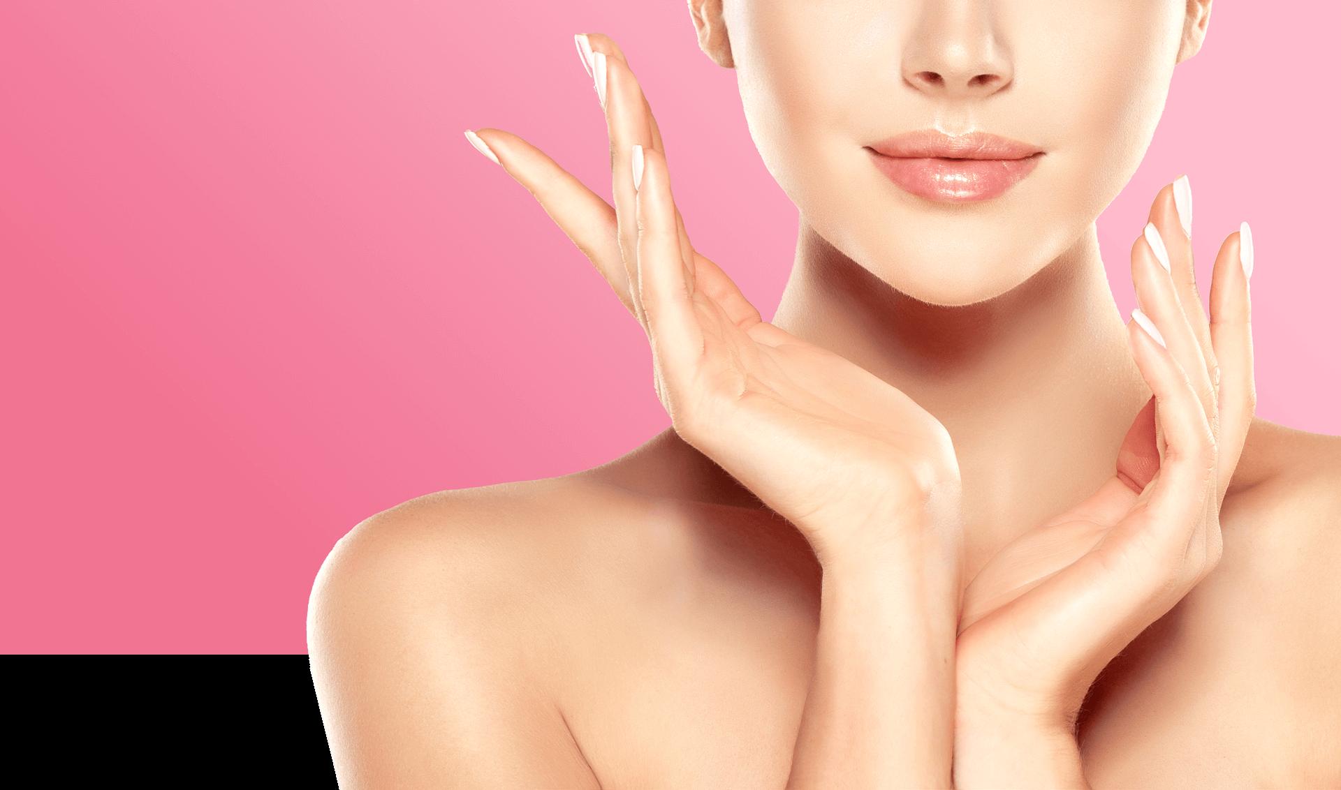 Donna con viso incorniciato dalle mani